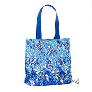Lilly Pulitzer Shopper (Turtley Awesome)